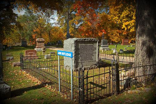 Anne-Rutledge-grave-by-Larry-Senalik